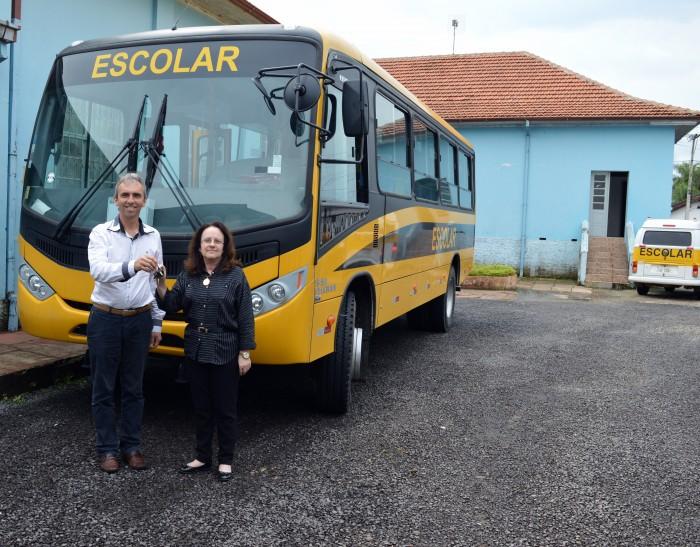 Secretaria de Educa��o recebe mais um �nibus escolar