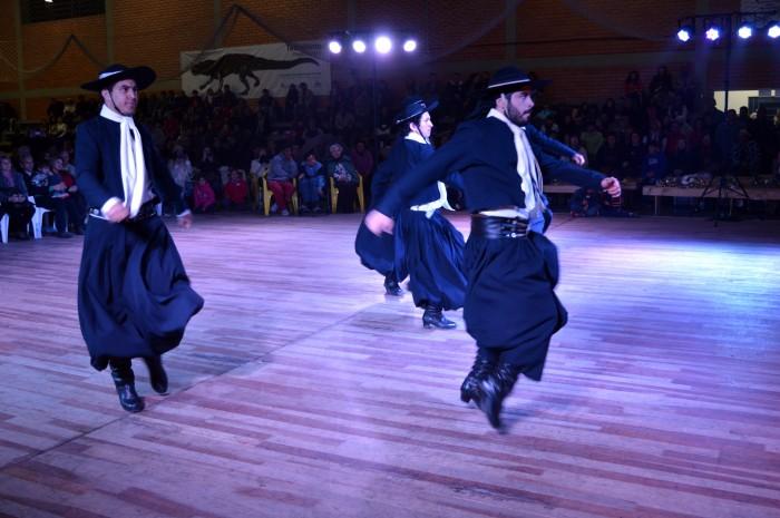 Festival de Folclore leva mais de 2000 pessoas ao Parque de Eventos de Candel�ria