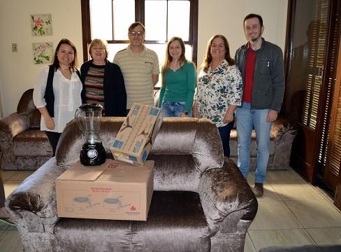 Conselheiros fazem entrega oficial para Casa Lar